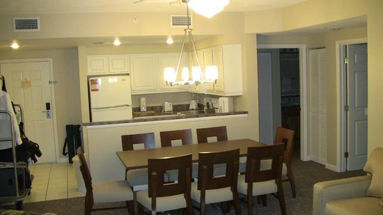 Wyndham Ocean Walk: Dining area/kitchen