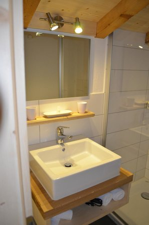 Berghaus Alpenrösli: Badezimmer Vergissmeinnicht