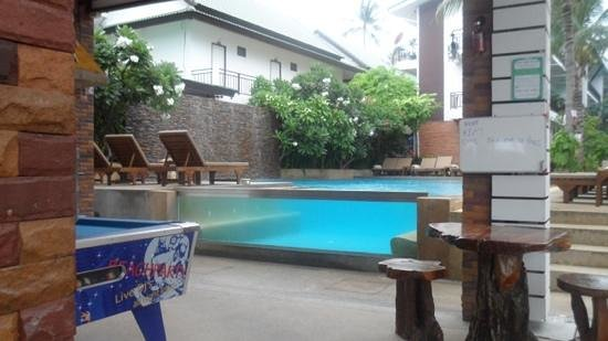 Ark Bar Beach Resort: quieter pool