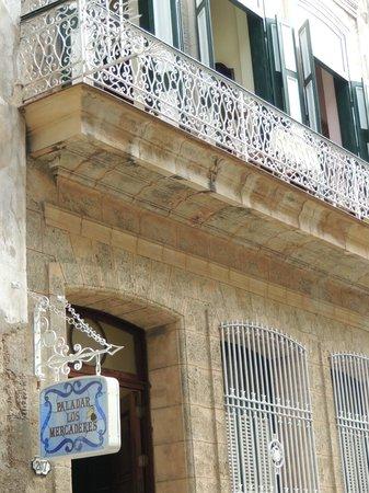 Paladar Los Mercaderes: B: 2-for-2 tables at balcony