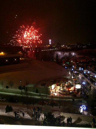 Quality Hotel Fallsview Cascade: Fireworks at midnight, Happy New Year 2013