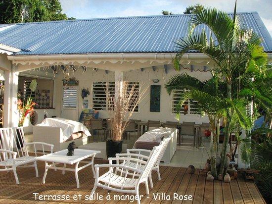 Villa Rose Caraibes : Terrasse & salle à manger