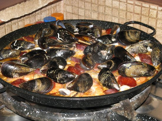 Yoga Holidays Spain - Casa de Carrasco: Our delicious and informative Paella cooking workshop!