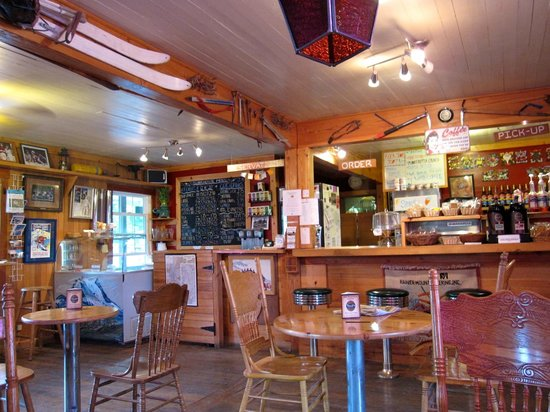 Whittaker's Motel and Historic Bunkhouse : Quiet after the morning rush in the Cafe