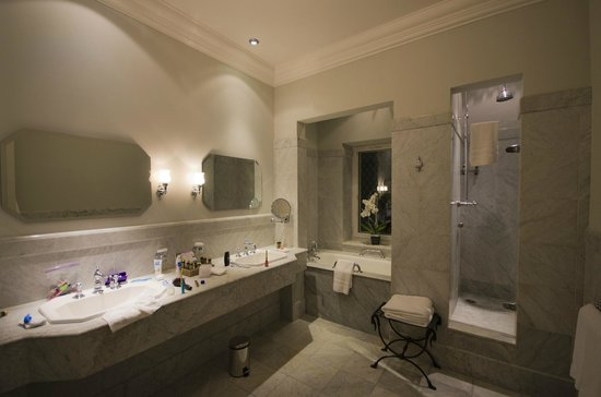 Hotel de la Cite Carcassonne - MGallery Collection : Bathroom suite 218