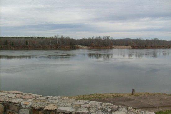 Bear Inn: TN River