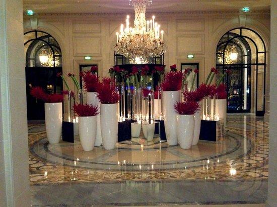 โรงแรมโฟร์ ซีซั่น จอร์จ ไฟฟ์ ปารีส: lobby