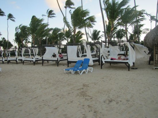 Dreams Punta Cana Resort & Spa: Beach Beds