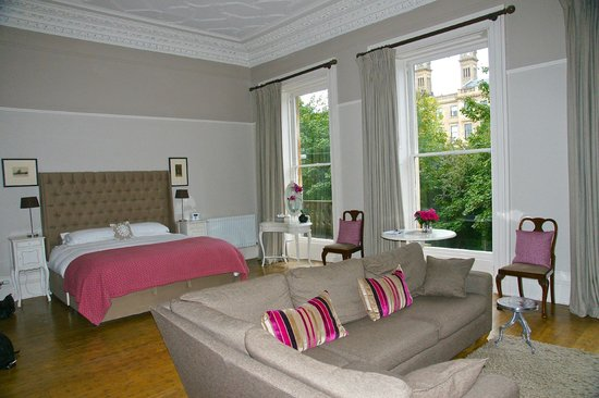 15Glasgow: The Drawing Room....lovely park view