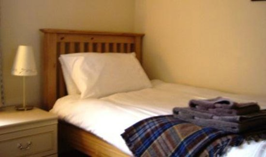 Steading 5 Balvatin Cottages: Comfortable twin bedroom