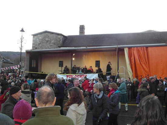 Craigatin House & Courtyard: Pitlochry - New Year street Ceilidh