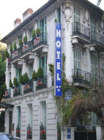 Hotel Villa Rivoli: View from Rue de Rivoli 10