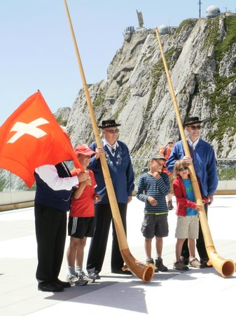 Mount Pilatus: Alpine horns and Flag thrower
