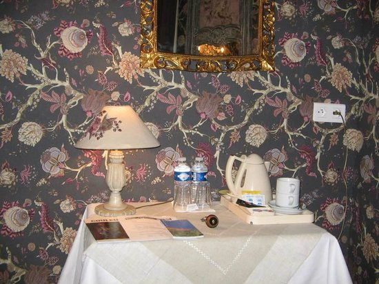 Hotel Villa Rivoli: Coffee and tea available in the rooms