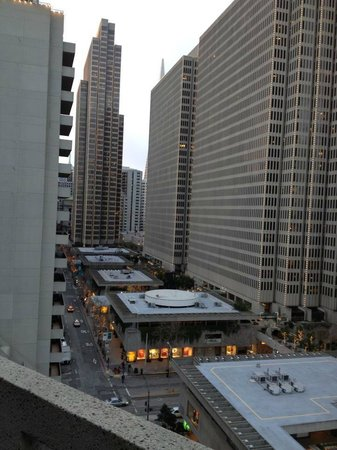 Hyatt Regency San Francisco: The view up the Embarcadero Center from the balcony at our room