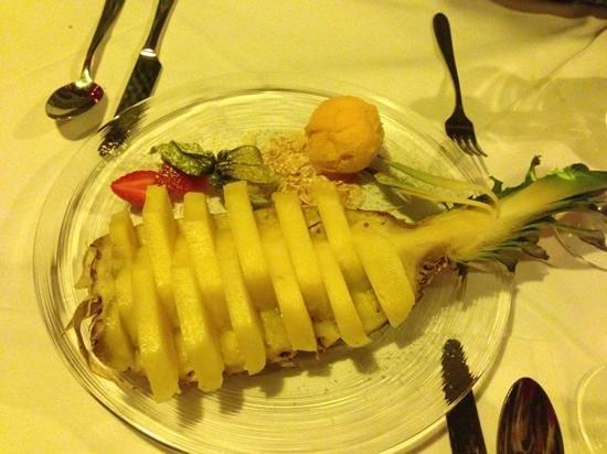 Stockhorn Grill: pineapple for dessert