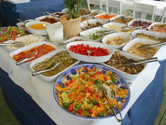 Lido  Zabbara : Buffet table.