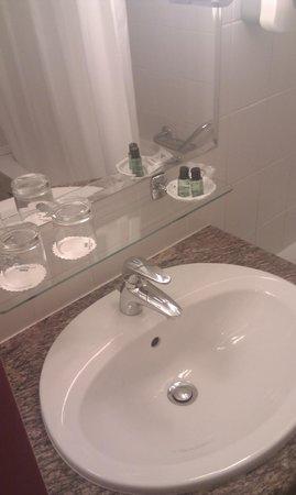 Danubius Hotel Helia: Bathroom I