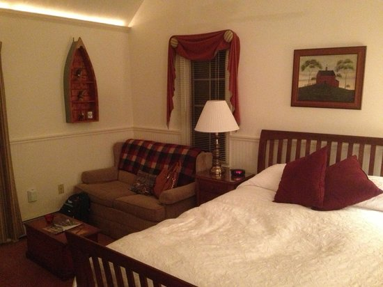Wooden Duck B&B: The Golden Eye Suite Sitting Area