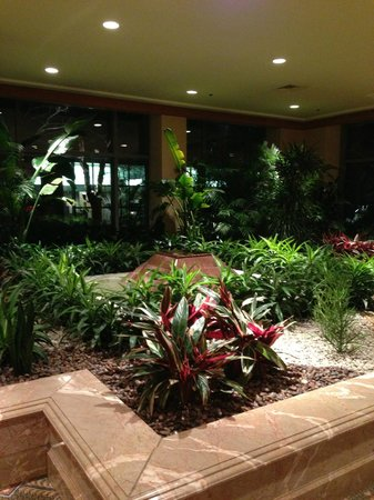 The Logan Philadelphia, Curio Collection by Hilton: Gorgeous landscaped lobby