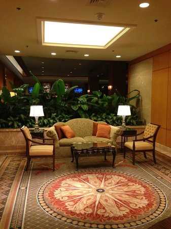 The Logan Philadelphia, Curio Collection by Hilton: Garden Lobby