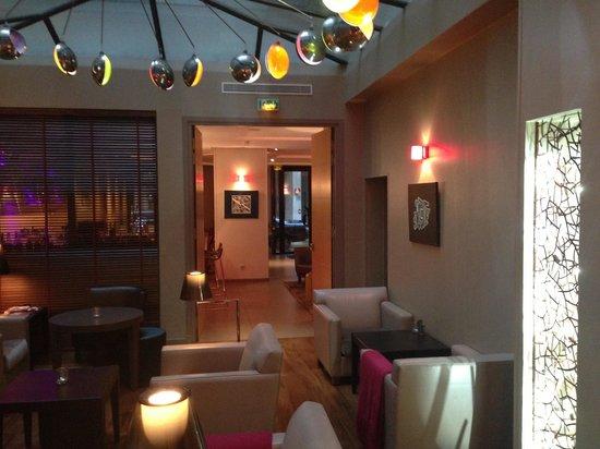 Hotel Le Six: Dinning/Bar