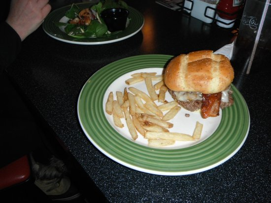 Applebee's: MY PLATE WHEN I RECEIVED IT. WHERE IS MY FRIES!!