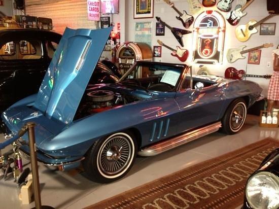 Mount Dora Museum Of Speed: Blue Corvette hmmmm