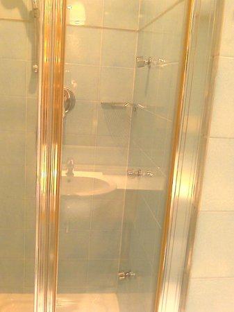 Hotel Spadari al Duomo: bathroom again - luxurious