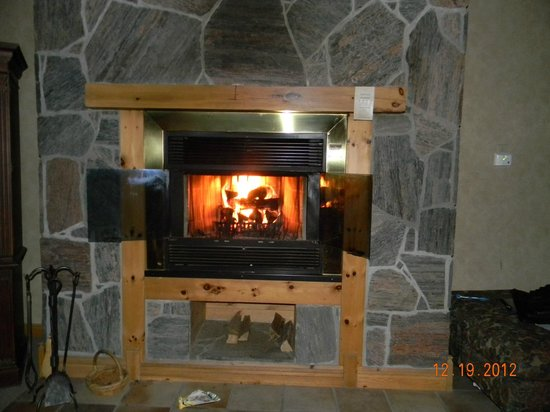 Couples Resort: The Beautiful Fire place with FREE firewood