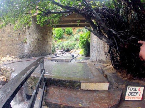Coco Palm Resort: Rivière de boue volcanique à 45 degré.