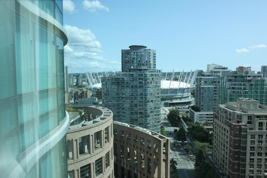 Westin Grand Vancouver: View of BC Place from S. side room