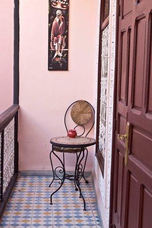 Riad Dar Tamlil : Balcony outside our bedroom