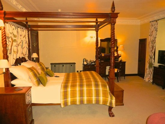 Barcaldine Castle: Breadalbane bedroom
