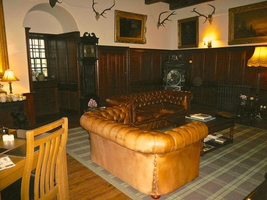 Barcaldine Castle: Dining~sitting room