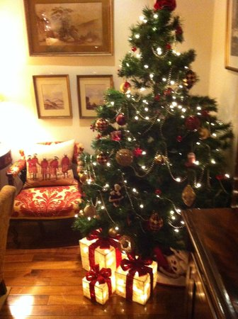 Castlewood House: Cosy, festive decor