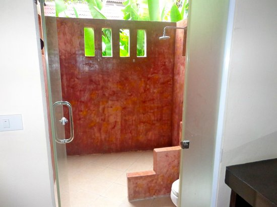"Lanta Klong Nin Beach Resort: Bathroom and toilet is ""outside"" the room"