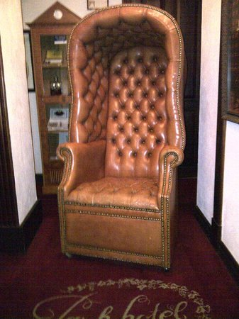 Park Hotel: Elegant leather chair in the lobby, typical of the furnishings.
