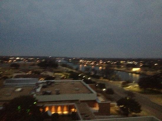 Hilton Waco: Sunrise