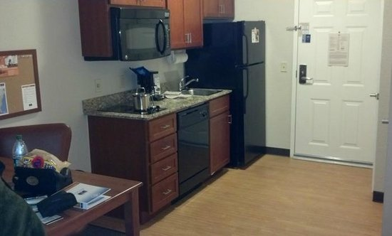 Candlewood Suites Reading: Kitchen