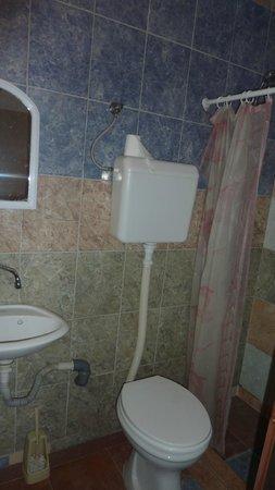 City Hostel Skopje : bagno, a metà strada tra la decenza e l'orrore