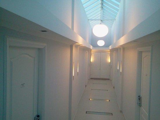 Hotel Italiano: detalle pasillo habitaciones