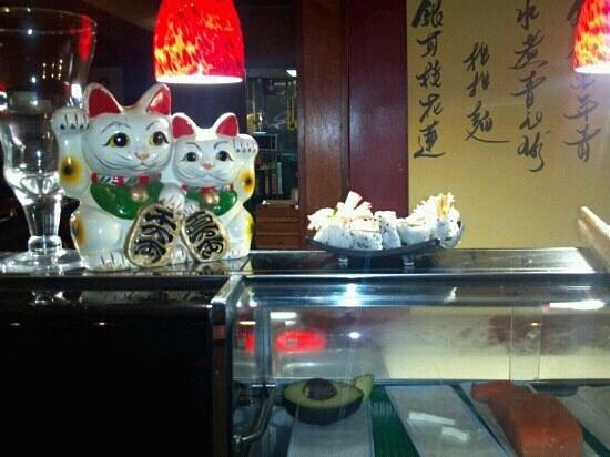 J.H. Yee's Asian Bistro: Sushi ...yummy!!