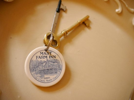 The Mast Farm Inn: Even the keys are lovely!