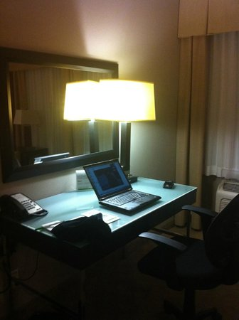 Holiday Inn Hotel & Suites Anaheim - Fullerton: Work station - desk area