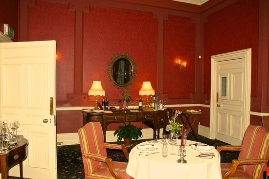 Glenapp Castle: Dining room