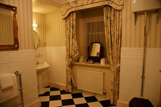 Glenapp Castle: Knockdolian room.....bathroom