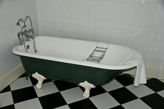 Glenapp Castle: clawfoot tub  Knockdolian room