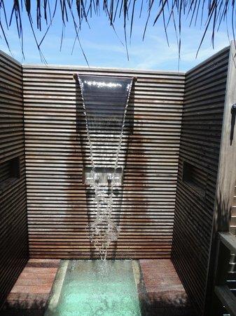 Anantara Kihavah Maldives Villas: Outdoor shower