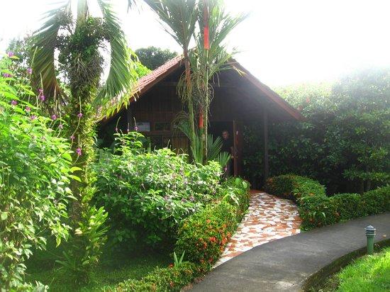 Arenal Green Hotel: La maisonnette que nous avions (la plus grande et intime au fond de la cour)